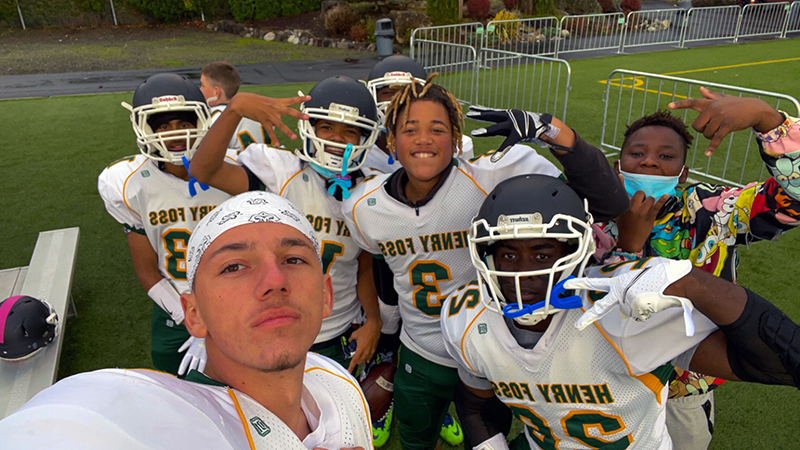 """Exchange student from Romania takes """"groupie"""" photo with his American football team"""